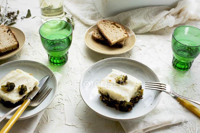 Чорний сочевицю і брокколі пиріг — стокове фото