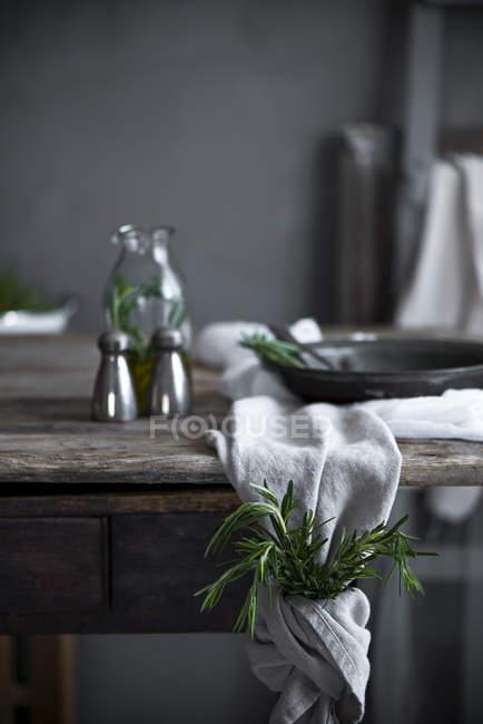 Frisch gepflückten Rosmarin — Stockfoto