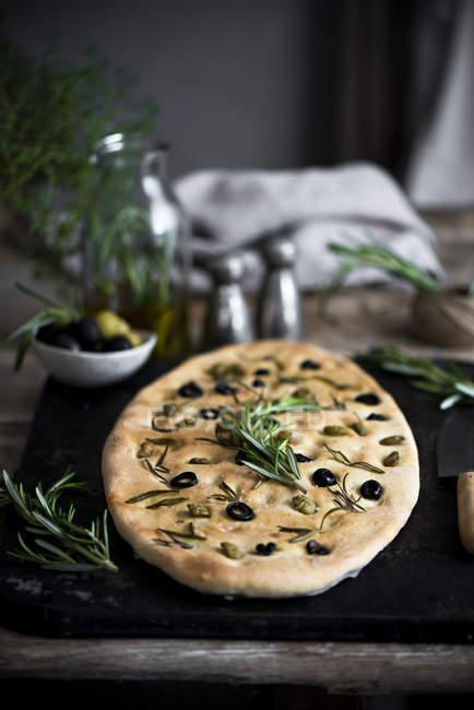 Домашній хліб оливкова — стокове фото