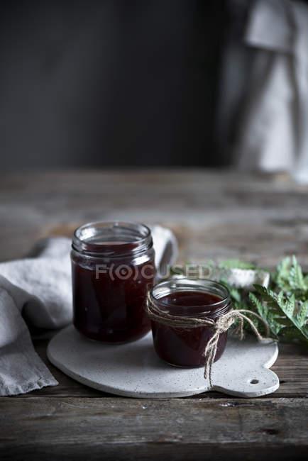 Mermelada casera en frascos - foto de stock