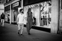 Man and woman walking on street — Stock Photo