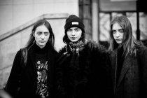 Invités arrivant sur Paris Fashion Week — Photo de stock