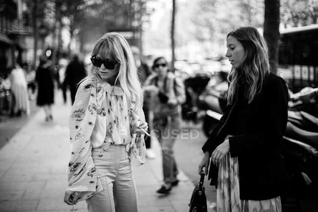 Os hóspedes que chegam em Paris Fashion Week — Fotografia de Stock