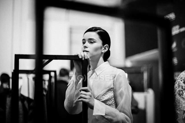 Modelo posando na semana de moda ucraniana nos bastidores — Fotografia de Stock