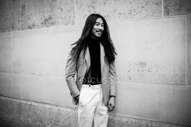 Convidado chega em Paris Fashion Week — Fotografia de Stock