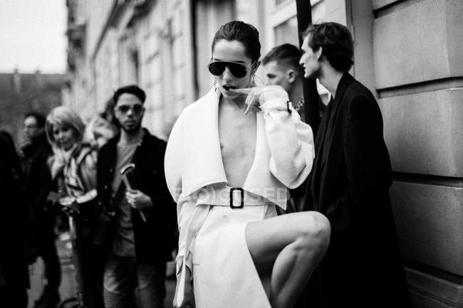 Guests arriving on Paris Fashion Week — Stock Photo