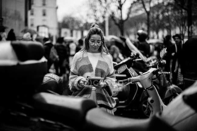 Guest arrives on Paris Fashion Week — Stock Photo