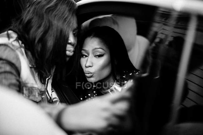 Fan girl taking selfie with Nicki Minaj — Stock Photo