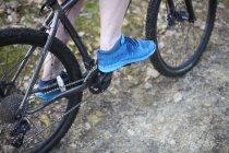 Male legs on mountain bike — Stock Photo