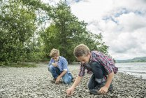 Two boys playing on shore — Stock Photo