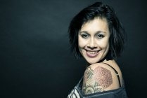Portrait of woman with tattoo on shoulder — Stock Photo
