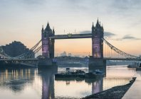 Sunrise over River Thames and Tower Bridge — Stock Photo
