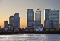 View of London City skyline at dusk — Photo de stock