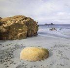 Paisaje de playa en la luz de la mañana - foto de stock
