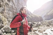 Mountaineer standing with water bottle — Stock Photo