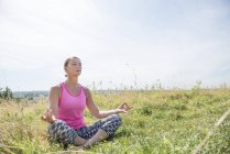 Woman enjoys sunny day in meadow — Stock Photo