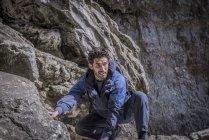 Bergsteiger in unwegsamem Gelände. — Stockfoto