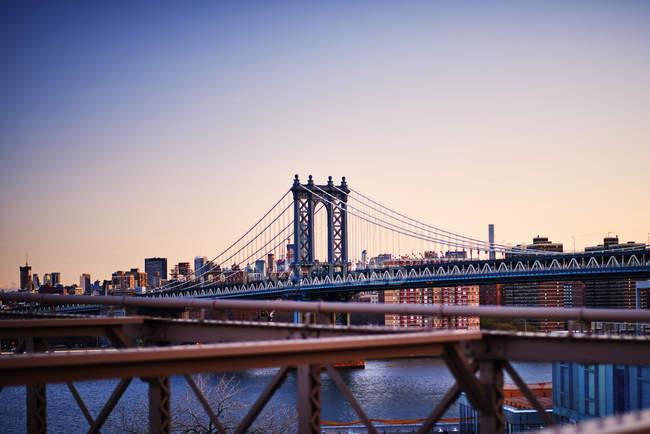 Vue du pont de Manhattan depuis la passerelle — Photo de stock