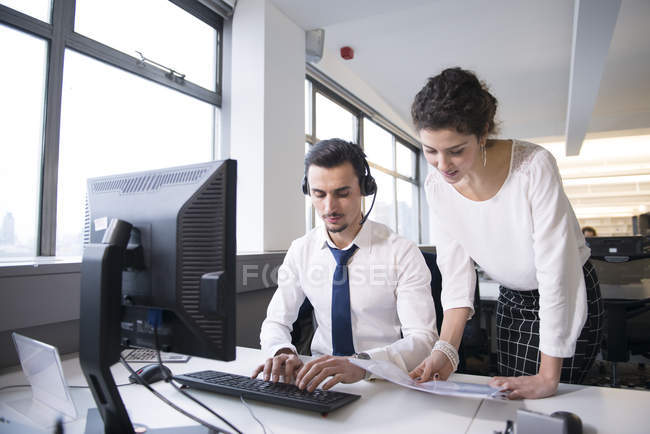 Colleagues analyzing business data — Stock Photo
