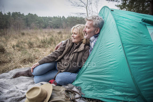 Senior couple looking away and daydreaming — Stock Photo