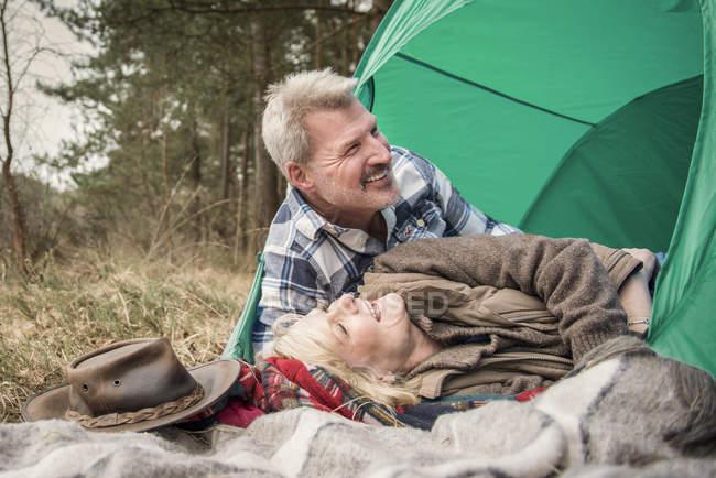 Senior couple having fun at campsite — Stock Photo