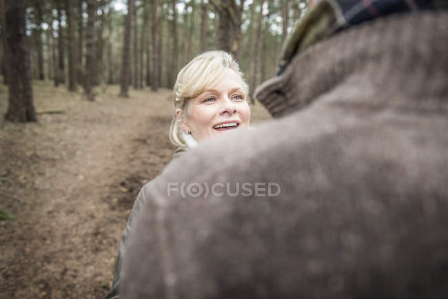 Woman looking at man with happy expression — Stock Photo