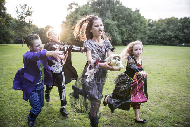 Children chase girl dressed as zombie — Stock Photo