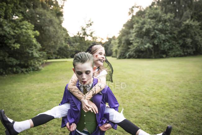 Enfants déguisés en zombies — Photo de stock