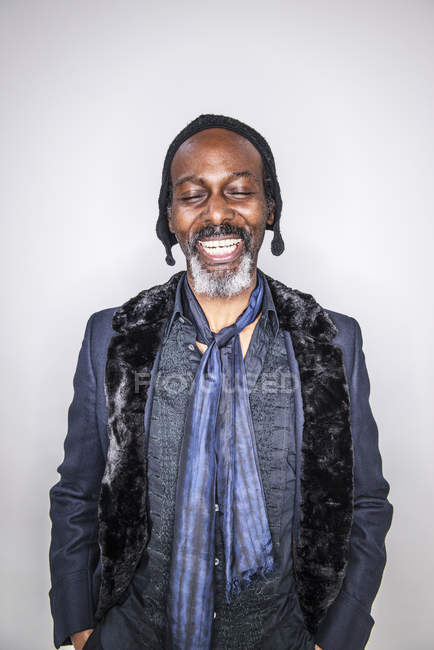 African man standing with closed eyes — Stock Photo