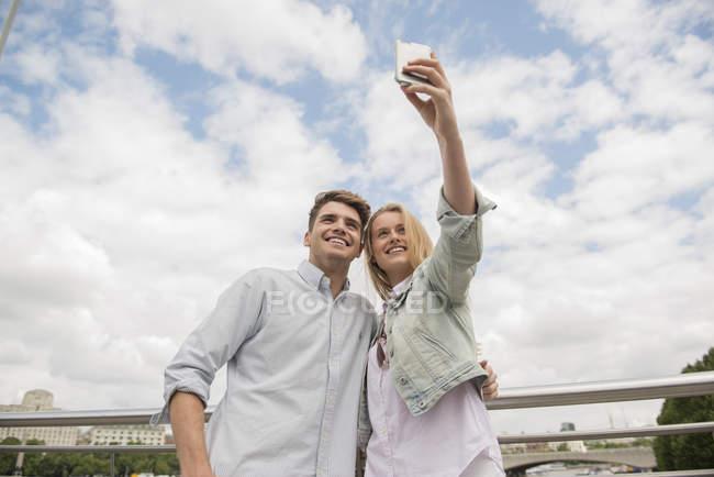 Couple taking selfie — Stock Photo