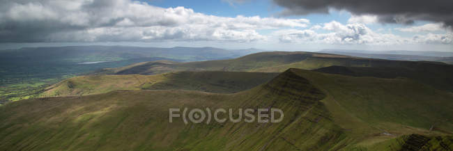 Cribyn peak from Pen-y-Fan mountain — Stock Photo