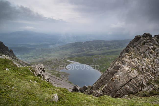 Cadair Montaña Idris en el Parque Nacional Snowdonia - foto de stock