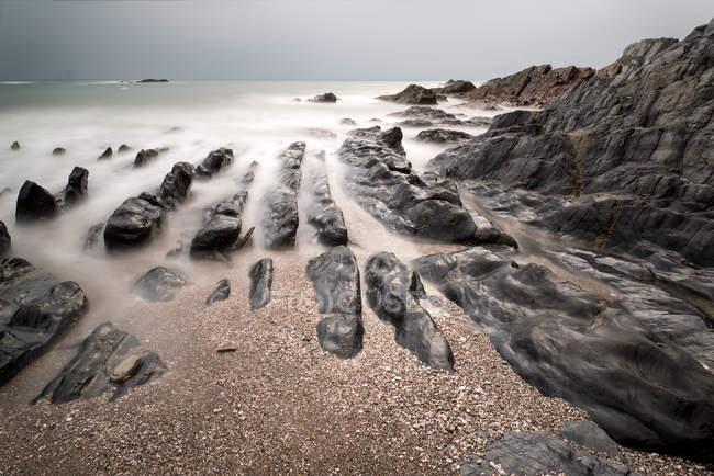 Paesaggio paesaggio marino di costa rocciosa — Foto stock