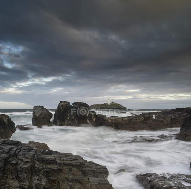 Ландшафт маяка Годревьи на побережье Корнуолла — стоковое фото