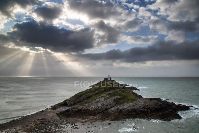 Paisagem do farol com céu tempestuoso — Fotografia de Stock