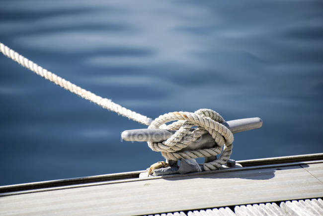 Yacht rope cleat detail — Stock Photo