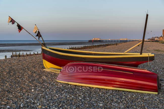 Small fishing boats on beach at sunrise — Stock Photo