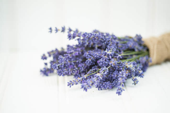 Lavender bunch in rustic home styled setting — Stock Photo