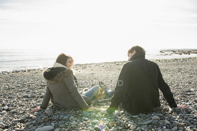 Couple enjoying sunshine and having fun — Stock Photo