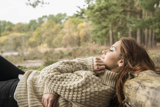 Woman communing with nature on forest — Stock Photo