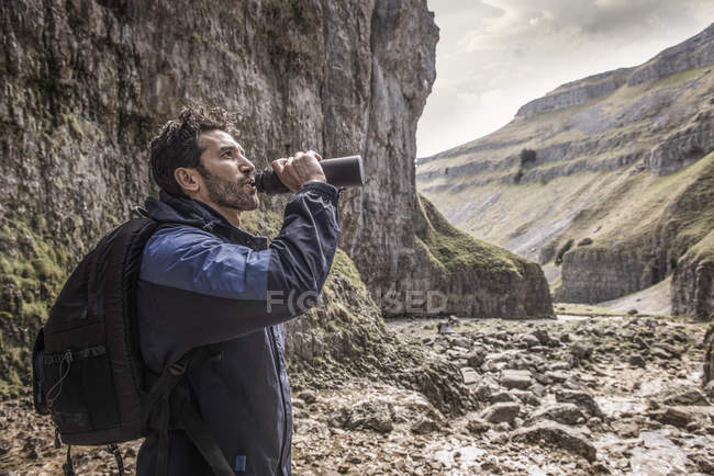 Mountaineer drinking from water bottle — Stock Photo