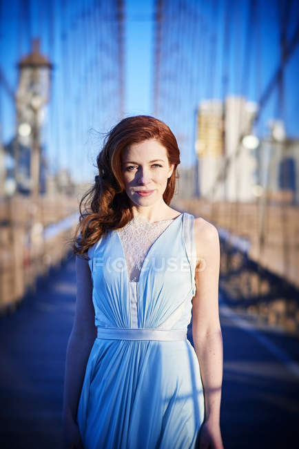 Woman in Blue gown on Brooklyn bridge — Stock Photo