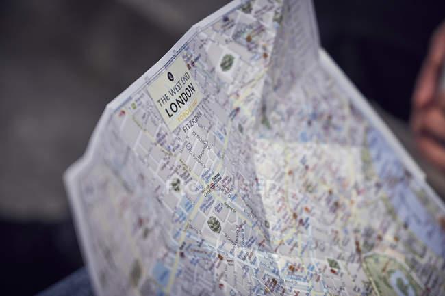 Туристический холдинг Карта Лондона — стоковое фото
