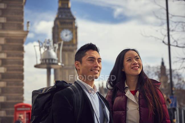 Пара прогулянки і визначні місця в Лондоні — стокове фото