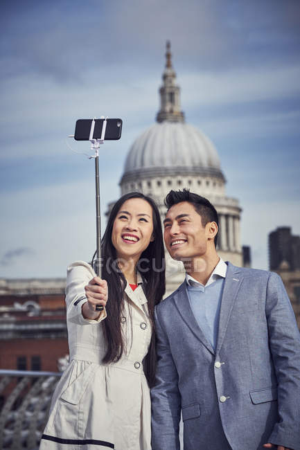 Couple taking selfie while standing at Millennium Bridge — Stock Photo