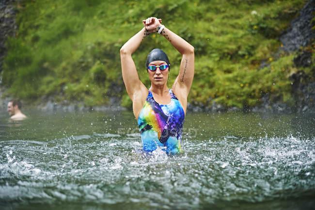 Jeune nageuse confiante — Photo de stock