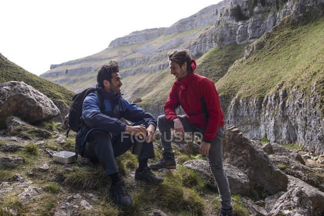 Два альпіністів на Базовий табір — стокове фото