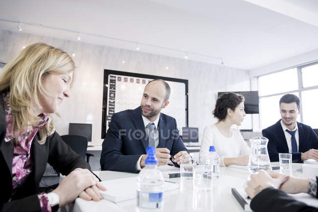 People sitting in office environment having discussion — Stock Photo