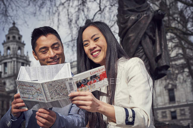Couple in London reading map — Stock Photo