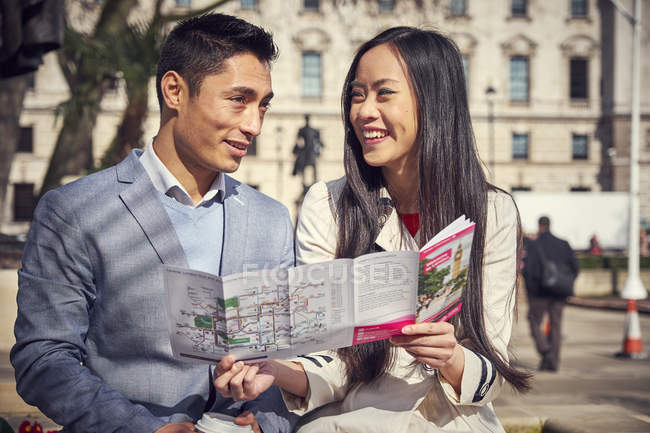 Couple sitting outside in London — Stock Photo